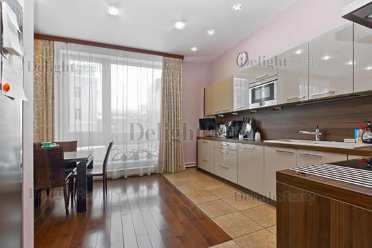 3-комн квартира, 138.7 м2, 2 этаж