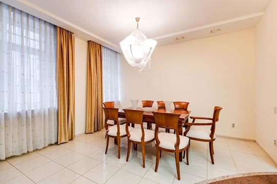 4-комнатная квартира, 180 м2, 2 этаж