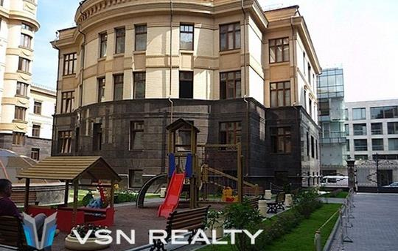 4-комн квартира, 246 м2,  этаж