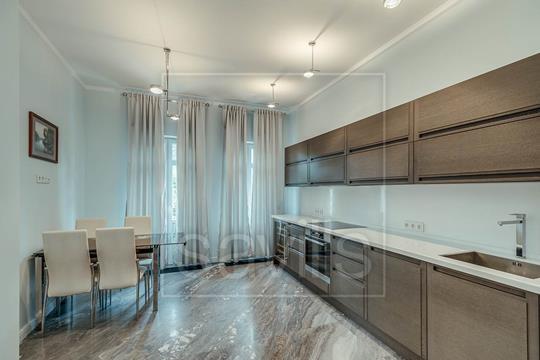 2-комнатная квартира, 136 м<sup>2</sup>, 2 этаж