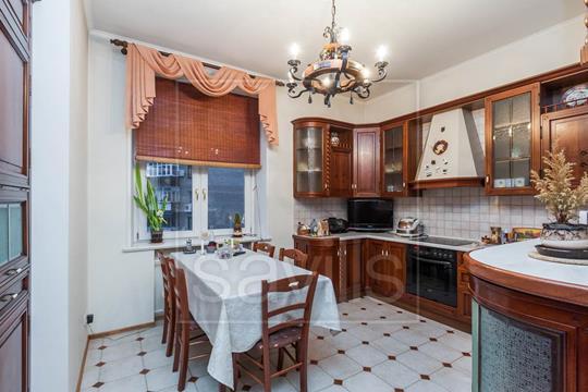 Комната в квартире, 256 м2, 4 этаж