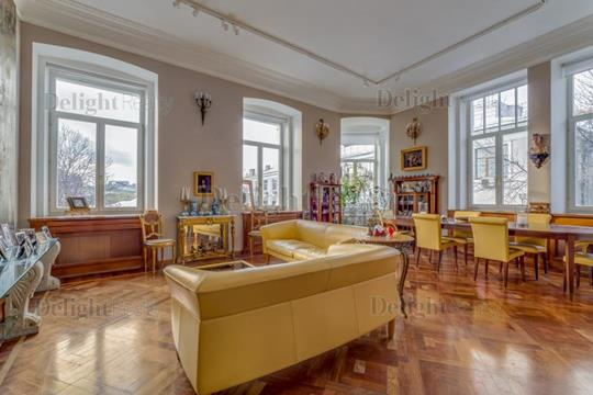 5-комнатная квартира, 242 м<sup>2</sup>, 3 этаж
