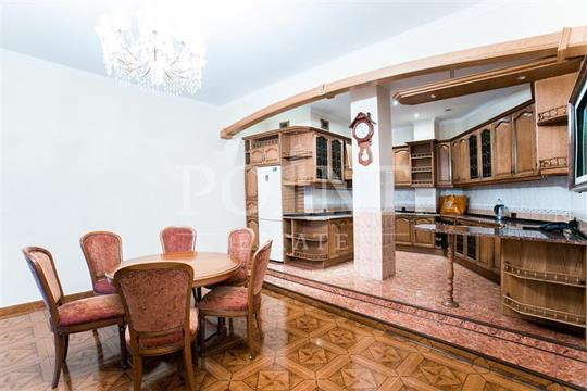 5-комнатная квартира, 220 м<sup>2</sup>, 4 этаж