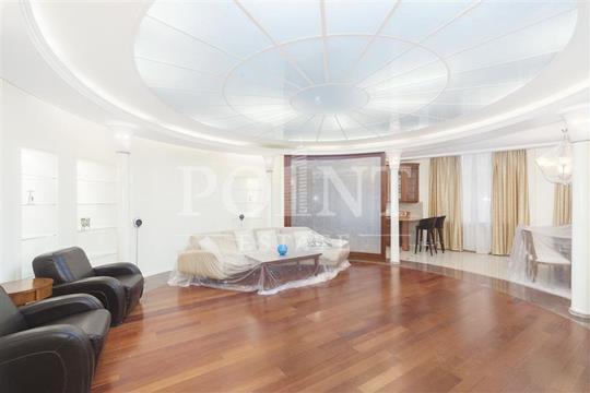 4-комнатная квартира, 176 м<sup>2</sup>, 2 этаж