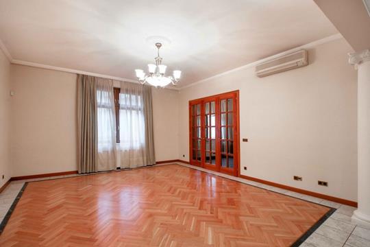 4-комнатная квартира, 250 м2, 3 этаж