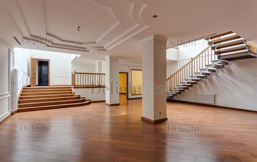 5-комн квартира, 268 м2, 1 этаж