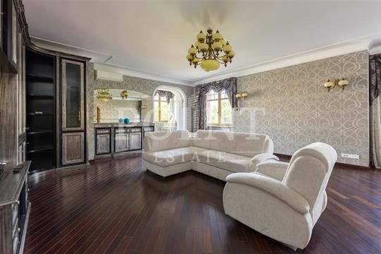 4-комнатная квартира, 180 м2, 3 этаж