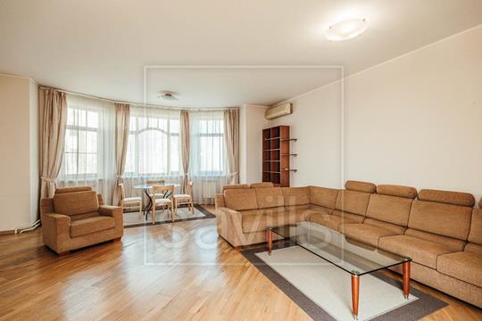 3-комн квартира, 142 м2, 2 этаж