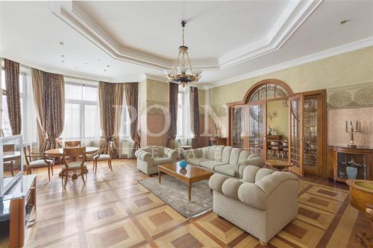 4-комн квартира, 220 м2, 3 этаж