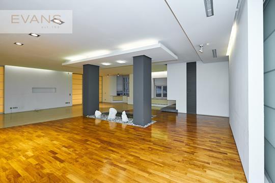 Многокомнатная квартира, 360 м2, 3 этаж