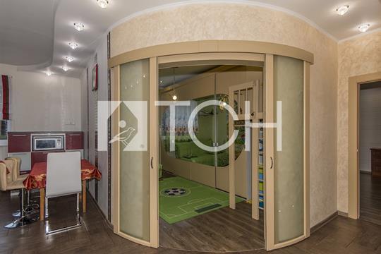 5-комн квартира, 140 м2, 3 этаж
