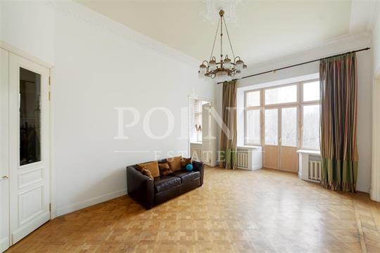 Многокомнатная квартира, 180 м2, 3 этаж