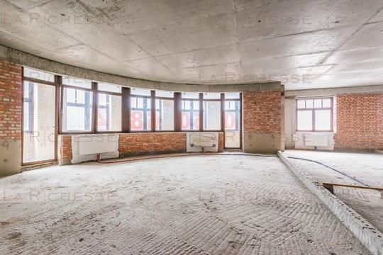 4-комн квартира, 246 м2, 2 этаж