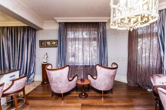 3-комн квартира, 207.6 м2, 2 этаж