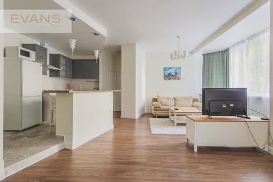 2-комн квартира, 76 м2, 3 этаж