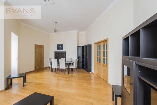 4-комн квартира, 160 м2, 3 этаж