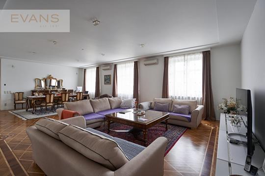 4-комн квартира, 208 м2, 4 этаж